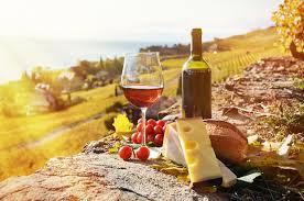 Zon, wijn en lekker kaas.