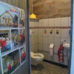 De allerkleinsten hebben hun eigen toilet. Een mini kinder wc.