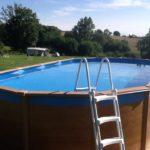 Afbeelding van het zwembad op ons campingterrein.